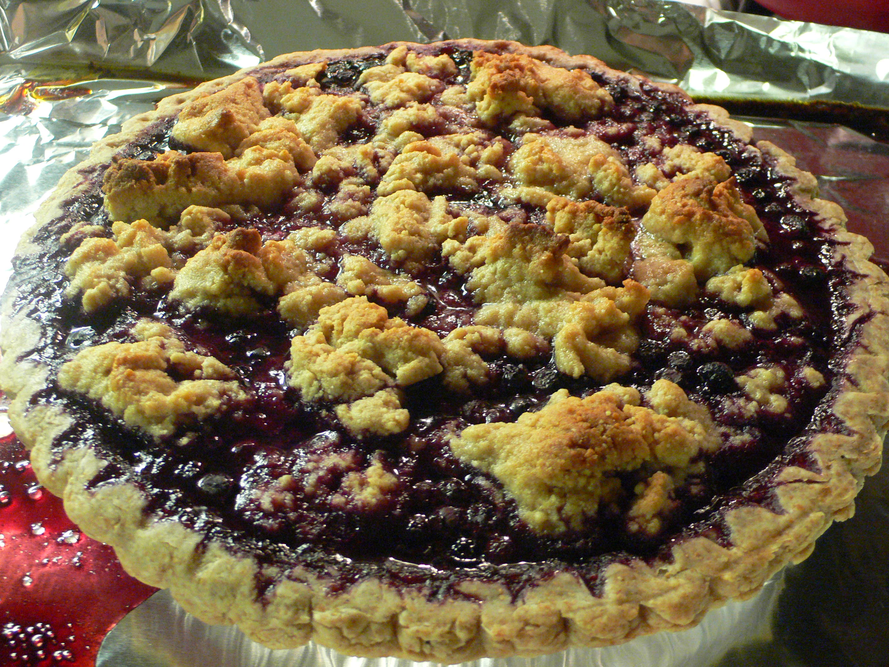 Blueberry_Pie_with_Almond_Crumb_Topping,_May_2009